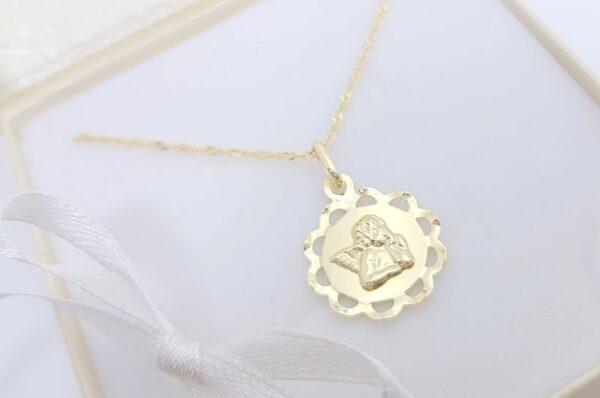 Otroški obesek iz rumenega zlata medaljon z angelom