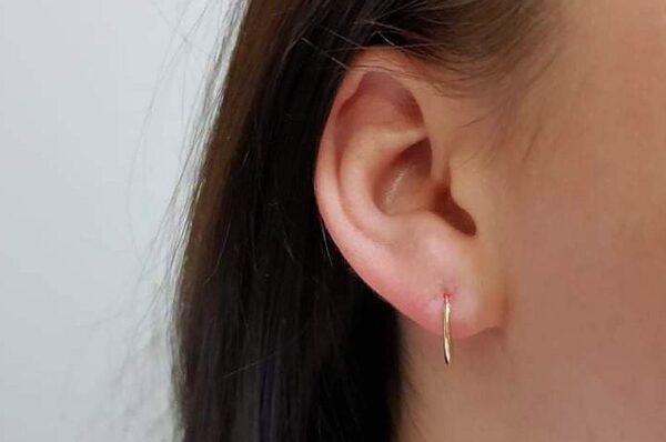 Okrogli otroški uhani iz rumenega zlata