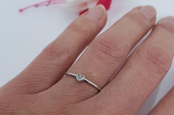 Srebrn ženski prstan s cirkonom, srček