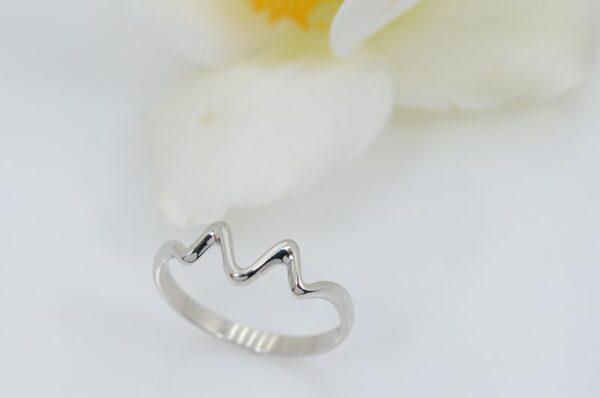 Srebrn ženski prstan, valovi