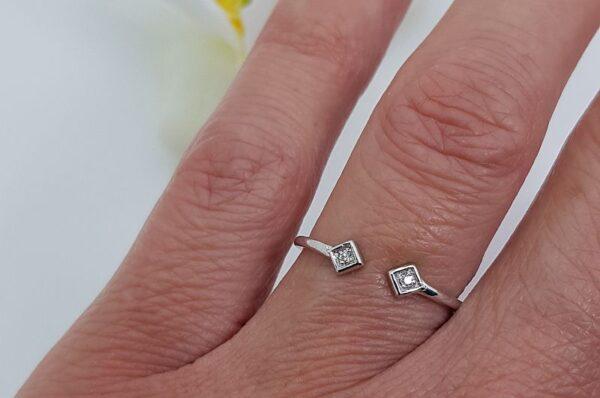Srebrn ženski prstan, kara s cirkonom