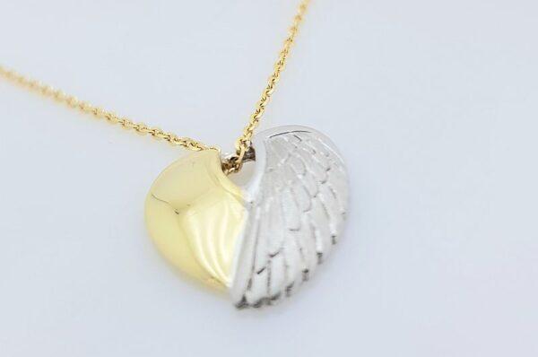 Obesek iz rumenega in belega zlata srce in angelsko krilo