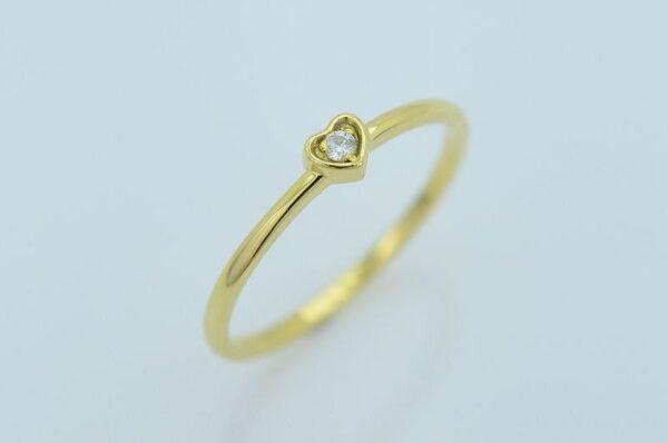 Ženski prstan iz rumenega zlata s cirkonom srček