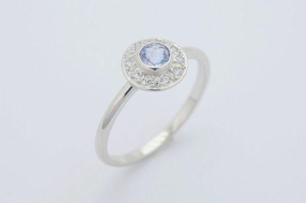 ženski prstan iz belega zlata s cirkoni Modri Safir