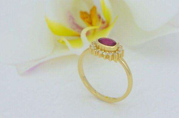 Ženski prstan iz rumenega zlata s cirkoni košara Rubin