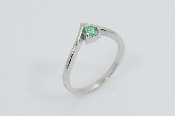 Ženski prstan iz belega zlata zelen kamen V sestavljiv