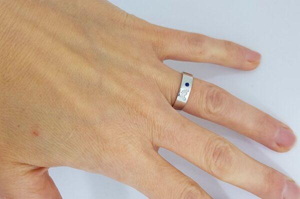 Srebrn ženski prstan s cirkonom, otroška nogica