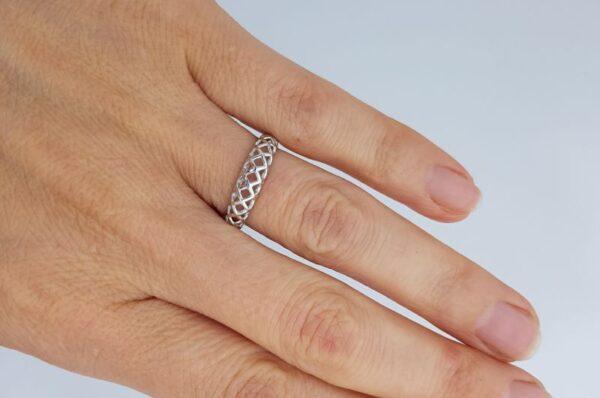 Srebrn ženski prstan karice