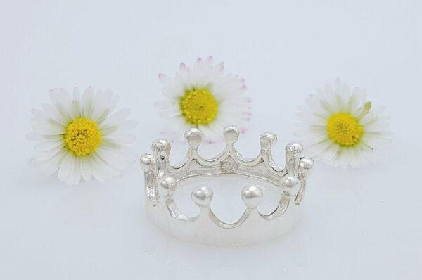 srebrn ženski prstan krona