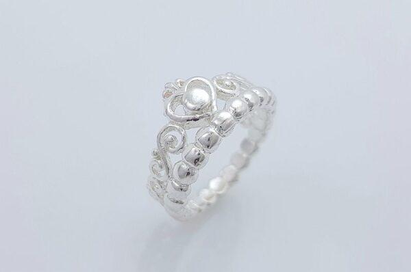 srebrn ženski prstan srce ornamenti