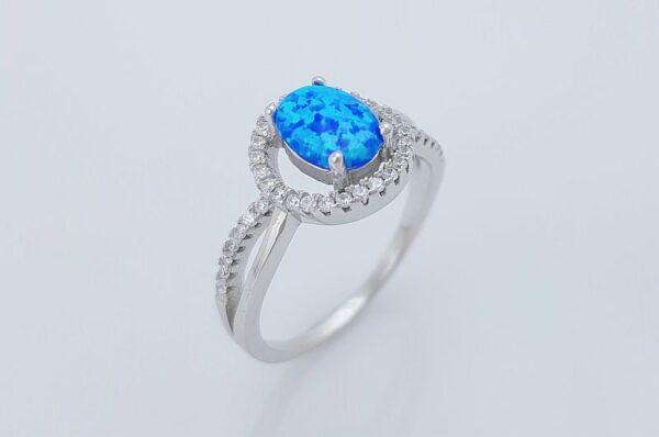srebrn ženski prstan z ovalnim, modrim opalom