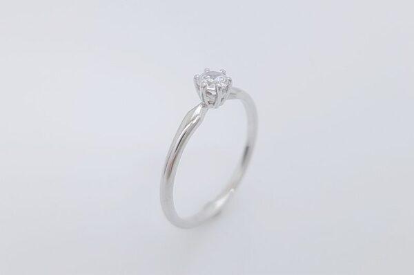 zaročni prstan iz belega zlata, solitaire