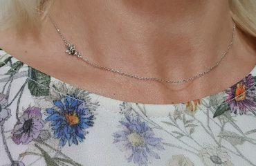 otroška ali ženska anker verižica iz belega zlata z angelom na strani