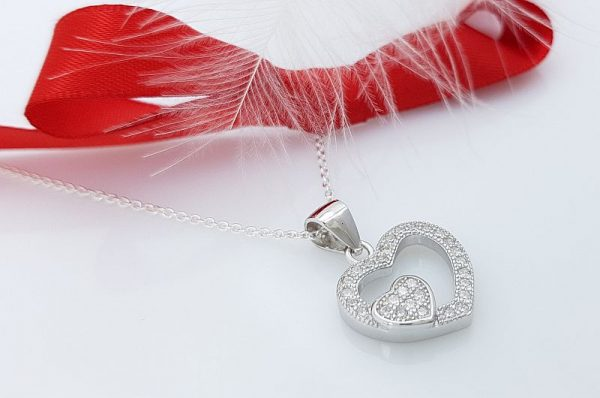 Srebrn ženski obesek srce s cirkoni