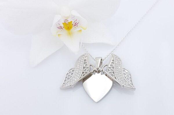 Srebrn ženski obesek s cirkoni metulj srce