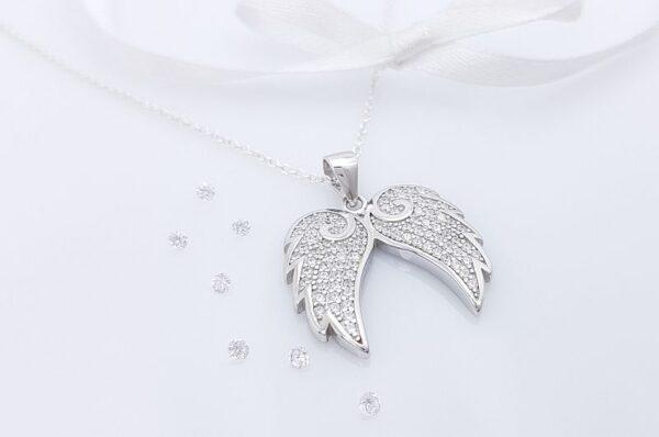 Srebrn ženski obesek s cirkoni angelski krili