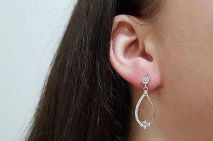 Srebrni ženski uhani s cirkoni solza viseči
