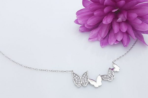 Srebrna ženska verižica metulji s cirkoni