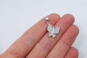 Srebrn ženski obesek s cirkoni metulj
