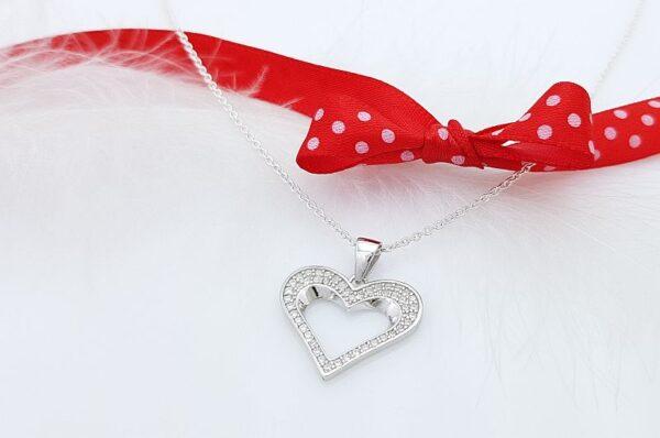 Srebrn ženski obesek s cirkoni srce