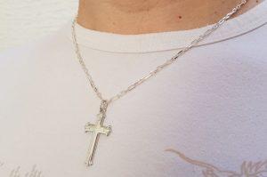 Srebrn moški obesek pravoslavni križ z vzorcem