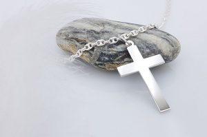 Srebrn moški obesek križ