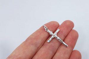 Srebrn moški obesek križ z Jezusom