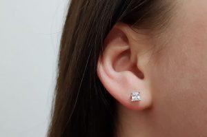 Srebrni ženski uhani kvadraten cirkon 4 mm
