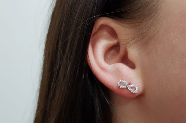 Srebrni ženski uhani infinity