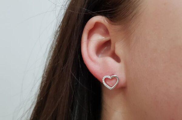 Srebrni ženski uhani s cirkoni srce
