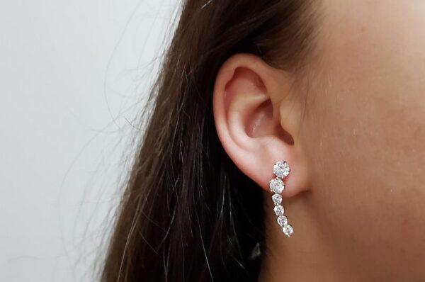 Srebrni ženski uhani, niz cirkonov
