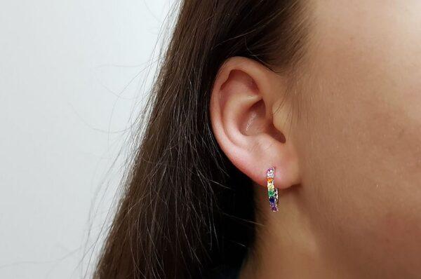 Srebrni ženski uhani z barvnimi cirkoni polokrogli