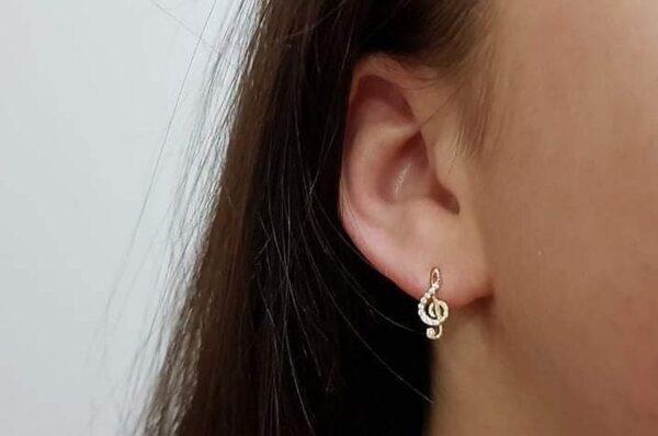 Ženski uhani iz rumenega zlata, violinski ključ s cirkoni