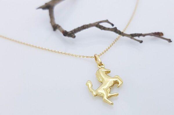 Ženski obesek iz rumenega zlata, konj