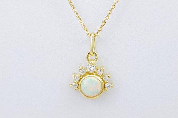 Ženski obesek iz rumenega zlata, bel sintetičen opal 5 mm