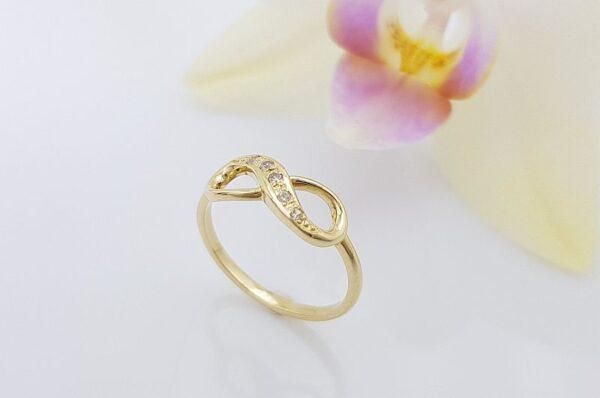 Ženski prstan iz rumenega zlata, neskončnost s cirkoni