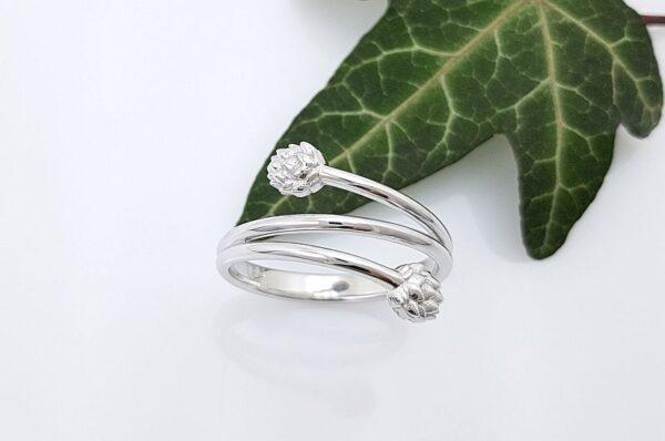 Ženski prstan iz belega zlata, hmelji storžek