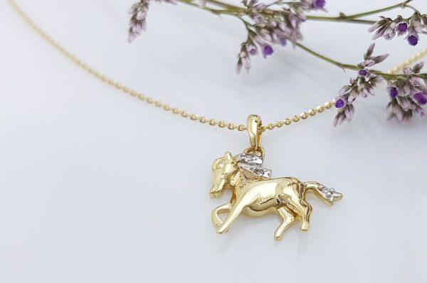 Ženski obesek iz rumenega zlata, konj s cirkoni