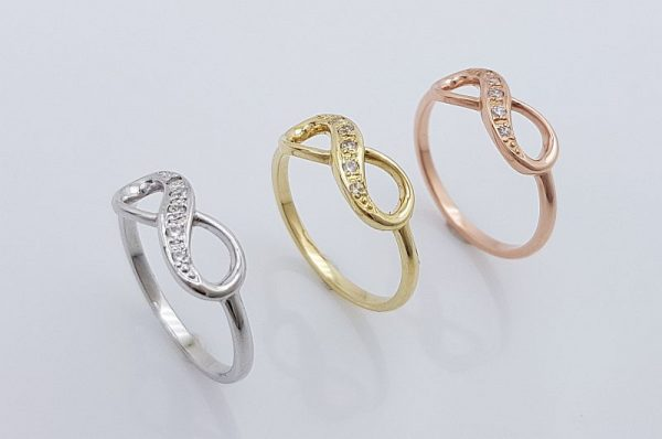 Zlat ženski prstan neskončnost s cirkoni