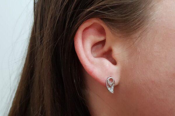 Ženski uhani iz belega zlata, kapljica s cirkoni