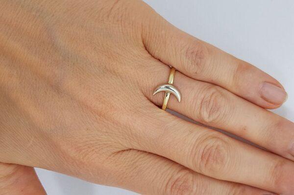 Ženski prstan iz rumenega in belega zlata, luna