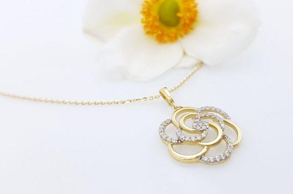 Ženski obesek iz rumenega zlata, vrtnica s cirkoni