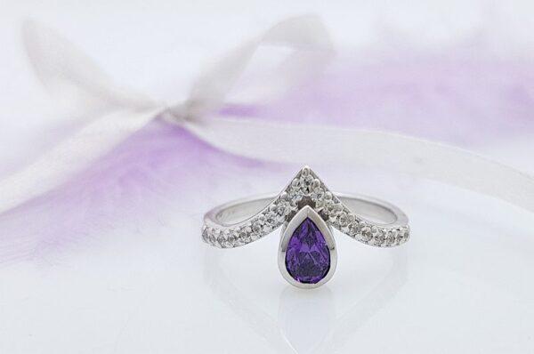 Ženski prstan iz belega zlata s cirkoni, solza, ametist