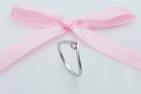 Ženski prstan iz belega zlata, pink cirkon