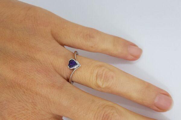 Ženski prstan iz belega zlata, srce, ametist