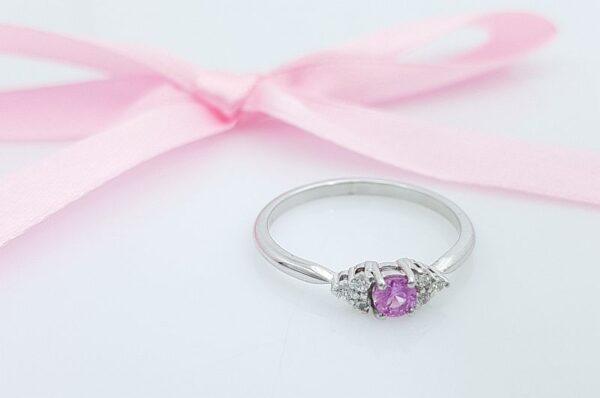 Ženski prstan iz belega zlata s cirkoni, Pink Safir