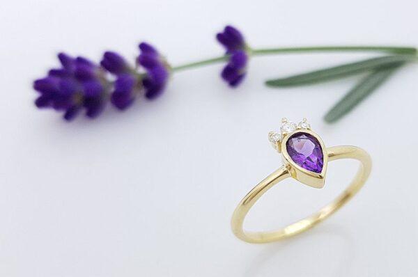 Ženski prstan iz rumenega zlata s cirkoni, solza, ametist